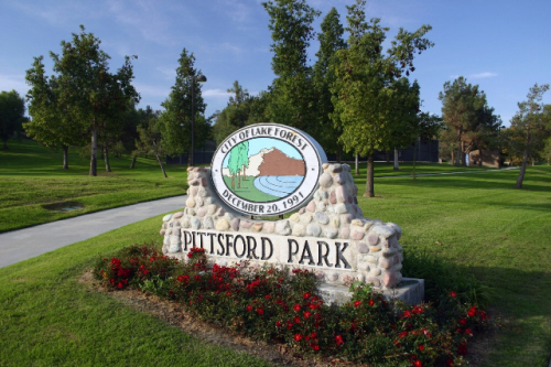 A stone sign at the entrance of Pittsford Park